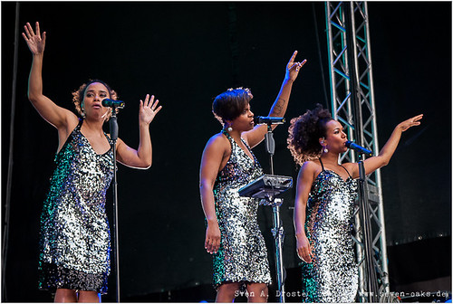 Esther Cowens, Ngoné Thiam & Myra Maud / Jan Delay & Disko No. 1