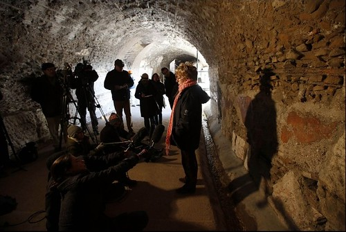 """ROME ARCHAEOLOGY - Dr. Rossella Rea, the Colosseum's Archaeological Director: """"We need to imagine a building with extreme contrasts of color,"""" Rome, January 10, 2013 (AP NEWS USA [18 Jan. 2013]). by Martin G. Conde"""