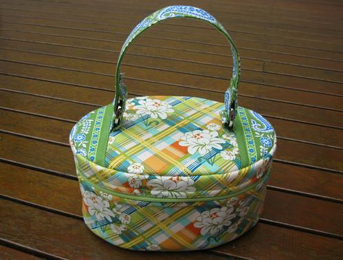 beauty case - pattern by Nicole Mallalieu (You Sew, Girl)
