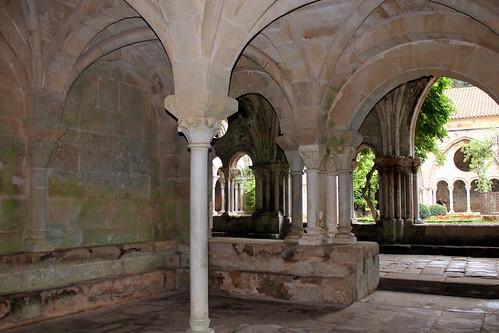 Abadía de Santa María de Fontfroide - Sala Capitular y Claustro by Hesperetusa