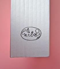 Mathieu Lindon, Cosa vuol dire amare; Barbès 2012. [resp. grafica non indicata]; fotog.: A. Robbe-Grillet, C. Simon, C. Mauriac, J. Lindon, R. Pinget, S. Beckett, N. Sarraute, C. Ollier, 1959 © M. Dondero. Dorso (part.), 1