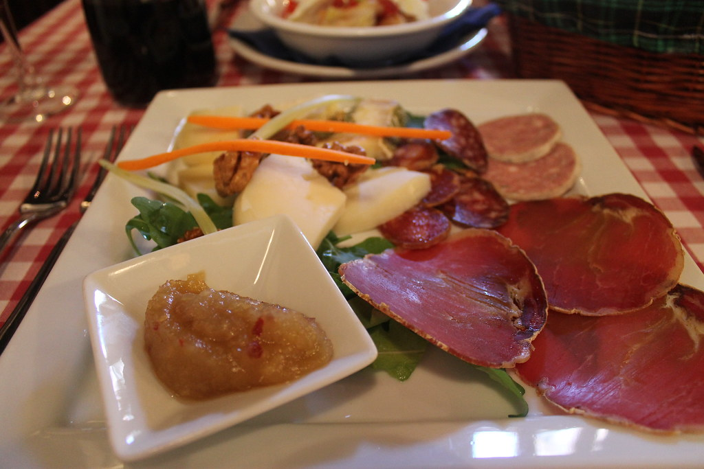 Selezione di formaggi e salumi del Lazio