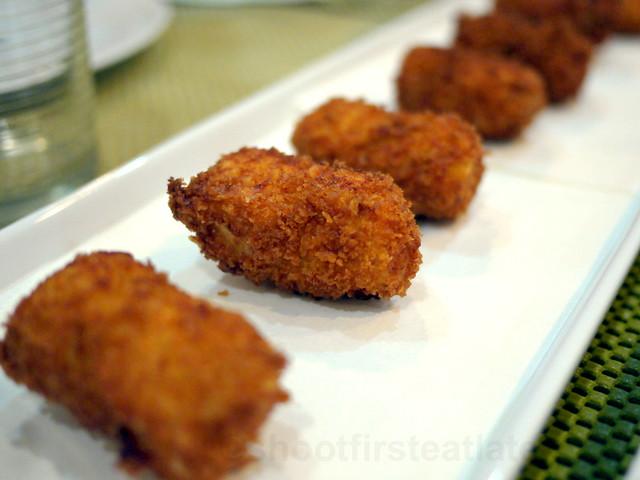 croquetas de pollo (chicken croquetas)