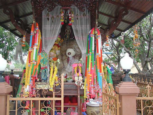 2003020326_Wat_Yai_Chai_Mongkol_teddy_bear_shrine