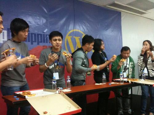WordCamp フィリピンでのピザ早食い大会