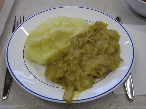 Weißkohlgemüse in Curry-Sahnesauce zu Kartoffelpüree in der Mensa der Universität Oldenburg