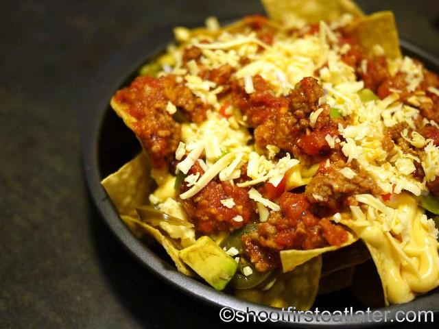 loaded Tex-Mex ground beef nachos P360-001