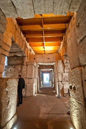 ColosseumWalksOfItaly-13