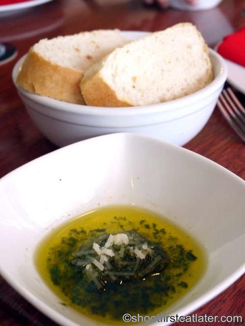 pesto with bread