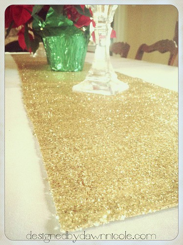 Sparkly Holiday Table Runner #modpodge