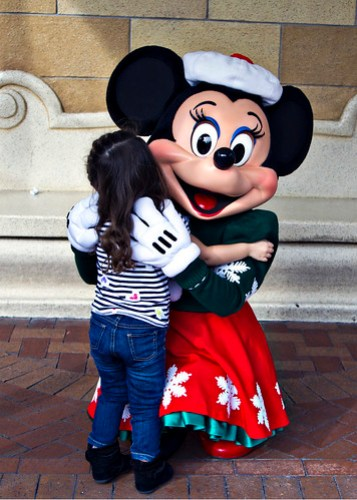hugging minnie