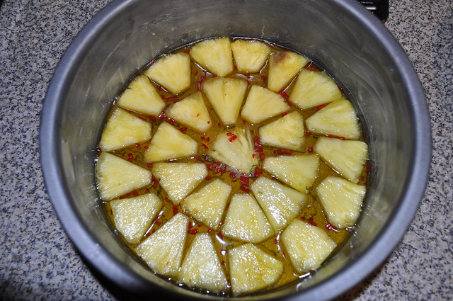 2012-10-10 Pineapple upside down cake 02