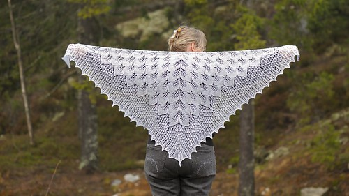 Frozen leaves shawl