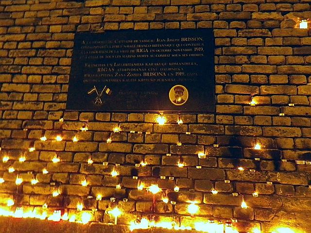 Žana Žozefa Brissona piemiņas plāksne 11. novembra krastmalā