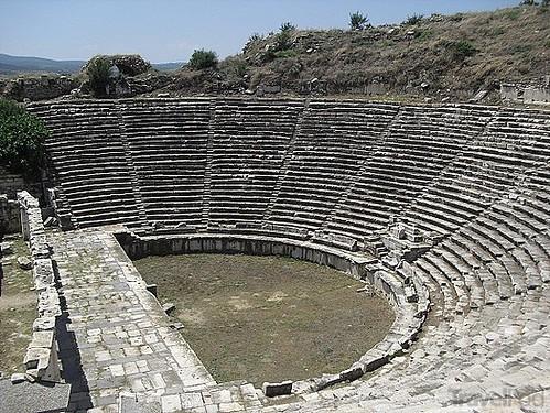 Teatro de Afrodisias, Su construcción terminó en el 27 a. C. y fue modificado durante el siglo II para juegos gladitoriales. Aphrodisias y la diosa griega del amor - 8272948888 b99a6c2f65 - Aphrodisias y la diosa griega del amor