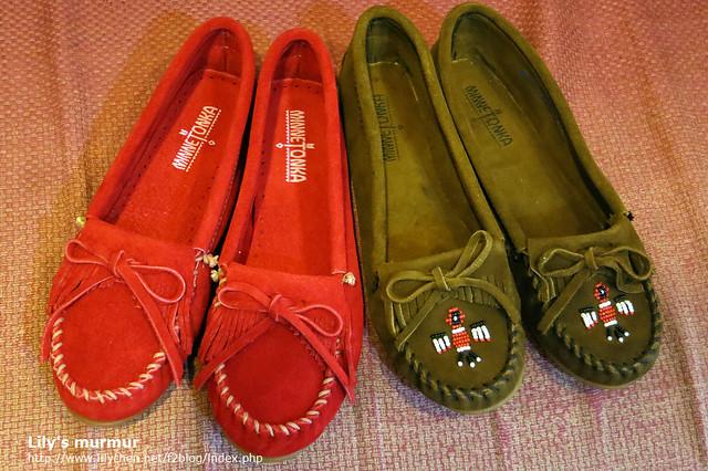看得出來右邊雷鳥款的鞋頭包覆處比較短一點,所以沒那麼包。左邊的Kilty顏色很漂亮,但這張照片有色差。
