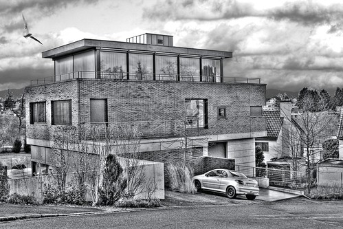 A HOUSE (hdr)