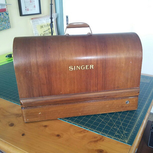 Vintage Singer 201K sewing machine in Bentwood case