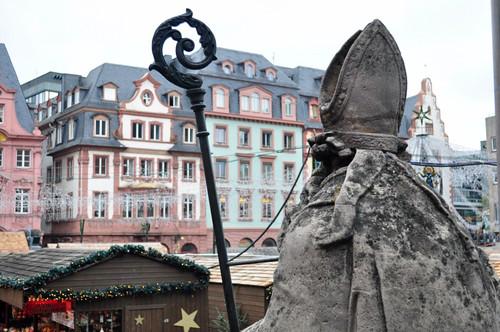 Es San Martín, desde su Catedral quién contempla año tras año, el espectáculo de la Navidad que se vive en la plaza del Mercado de Mainz. Mercado navideño de Mainz, uno de los más bonitos de Alemania - 8295328442 80c52c29e0 - Mercado navideño de Mainz, uno de los más bonitos de Alemania