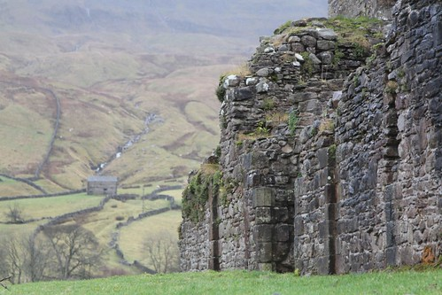 Pendragon Castle, Mallerstang by RuskinHartley