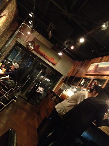 店内は木の暖かみのあるブラウンでなかなかいい感じ。cafe Hohokam (カフェ ホホカム)