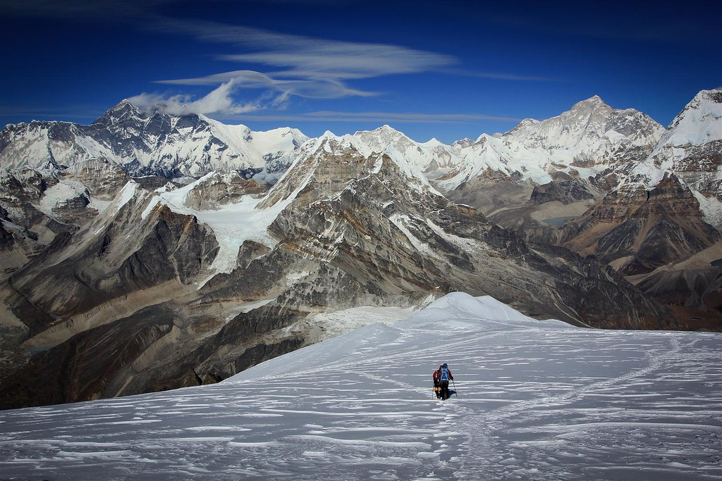 Coming down from Mera Peak after a fast and succesfull climb. Typical condensation clouds blow of Everest (8848m) and Lhotse (8516m). The less dark coloured pyramid at the right is Makalu (8485m).