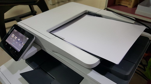 ช่องป้อนกระดาษอัตโนมัติสำหรับตอนสแกนหรือถ่ายเอกสาร