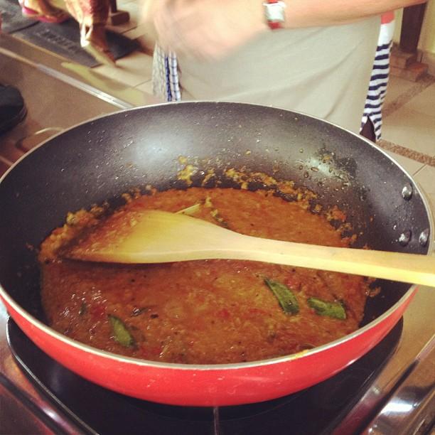 Saute the yellow sauce