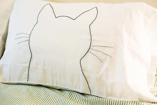 diy cat silhouette pillow cases the junk drunk