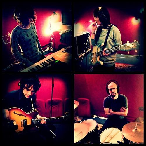 Los @terrier_band siguen concentrados..ahora con instrumento!