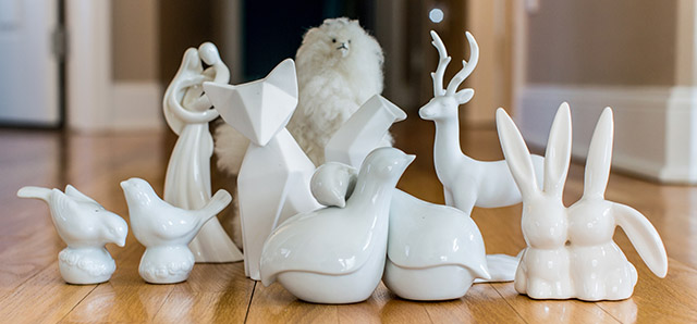 white-figurines