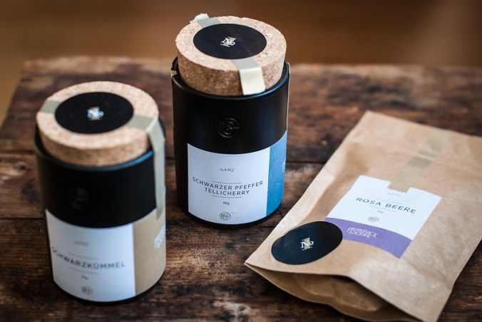 Specerijen van Pfeffersack & Soehne in prachtige aardewerken potten en navulverpakking