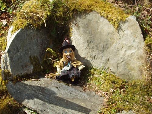 200804230026_P_stone-bench