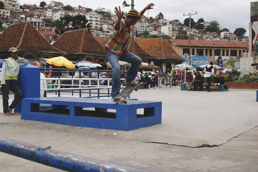 Titi skateboarding nose manual - analakely - Antananarivo, Madagascar