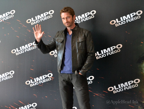 "Photocall "" Gerard Butler México "" By AppleHead Ink by Applehead_Ink"