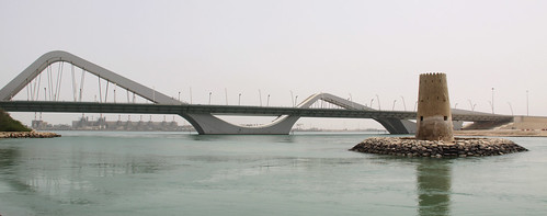 New Zayed bridge with ancient fort