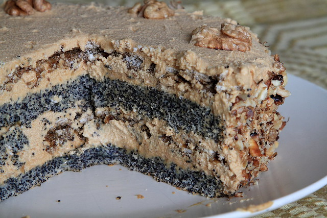 Poppyseed meringue cake