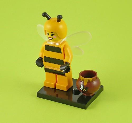 71001 LEGO Minifigures Series 10 07 Bumblebee Girl 01