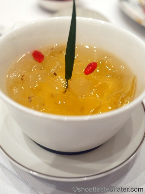Red Lantern @ Solaire- chilled osmanthus flower & wolfberry with aloe vera