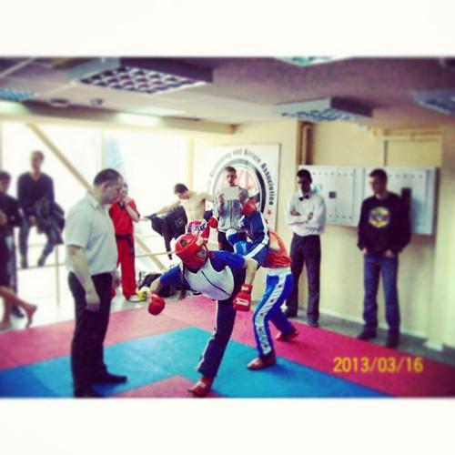 Imagine that's female playing  #kickboxing :O تخيل ان بنت تلعب #كيك_بوكسينغ by Lau-Fung