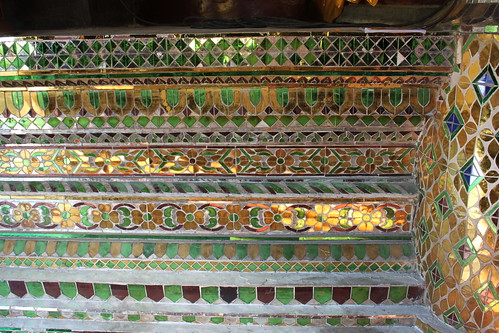 20120123_2500_Wat-Phan-Tao-mosaic-staircase
