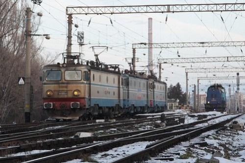 Locomotives shunt around the yard at Brasov