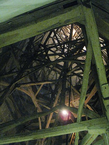 450px-Salisbury_Cathedral,_tower_interior,_inside_the_spire