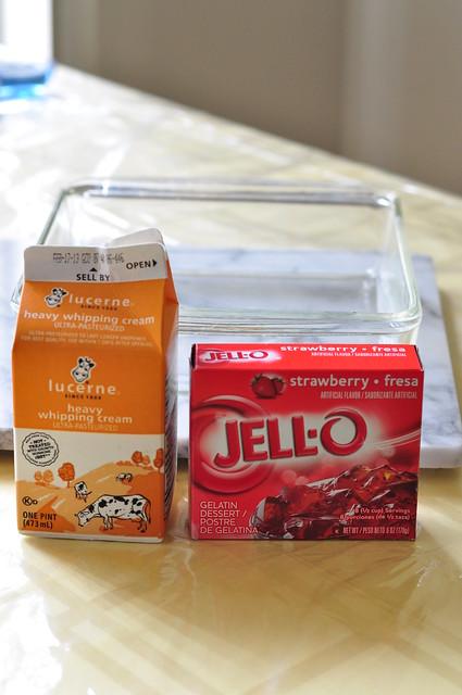 strawberry cream jello 01