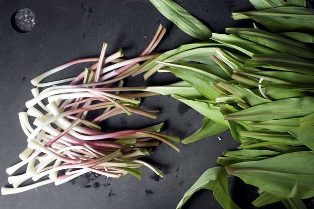 separate the stemps/bulbs from the greens