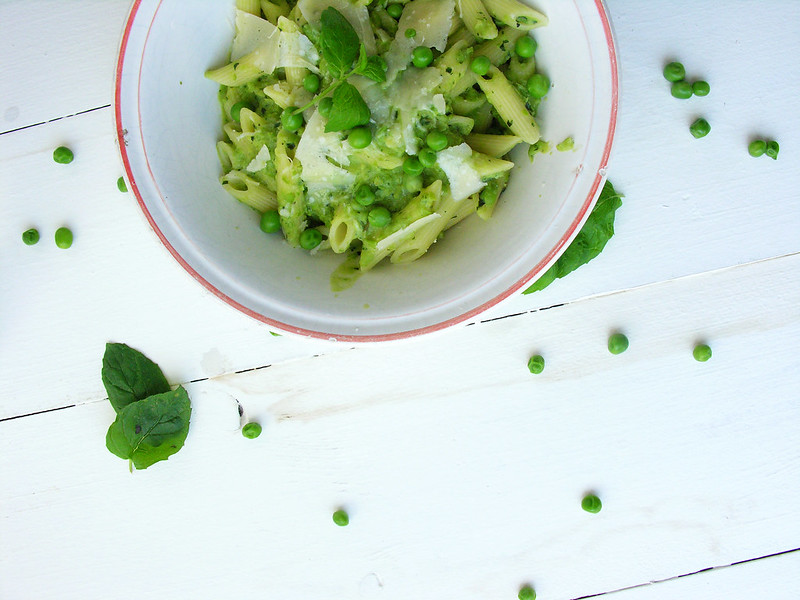 penne com pesto de ervilhas e menta / penne with peas and mint pesto