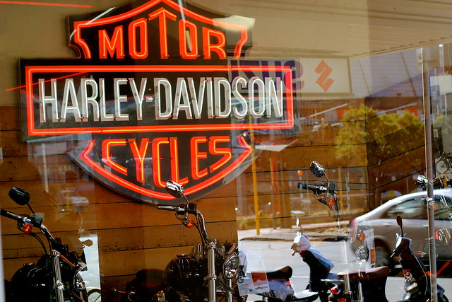 Sunday: brunch near the motorcycle shop leads to looking at motorcycle