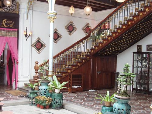 200708150096_Peranakan-mansion-staircase