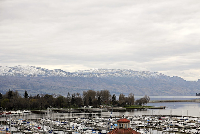kelowna harbour and mountains
