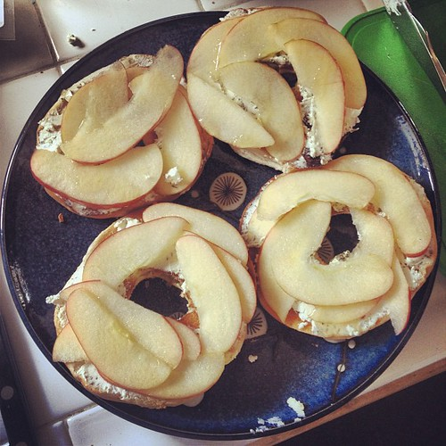 The first #OBHfood challenge: bagels with goat cheese, apples & honey -- success!